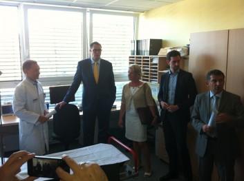 Das Foto zeigt die Teilnehmer beim Besuch des Krankenhauses in Daun